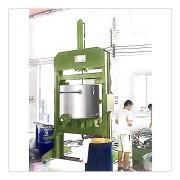 600L液压出料机